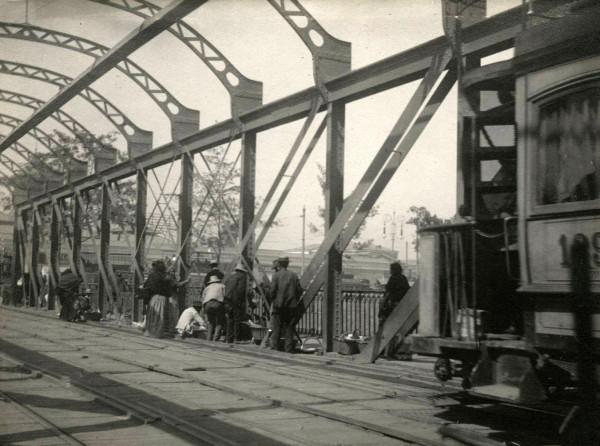 Tranvía por el puente de los carros, c1910