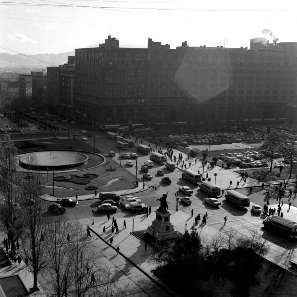 Locomoción colectiva por Alameda, c. 1970