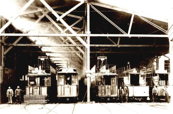 Depósito de tranvías en calle Independencia, c. 1920.