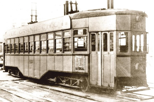 Tranvía belga refaccionado línea Aduana- Pedro Montt, c. 1945.
