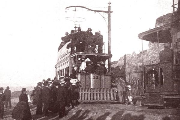 Tranvías en Av. España frente a Caleta Portales, c. 1920.