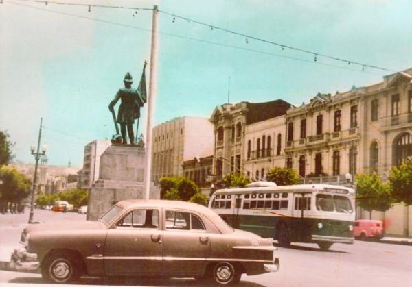 Trolebús por avenida Pedro Montt c.1960