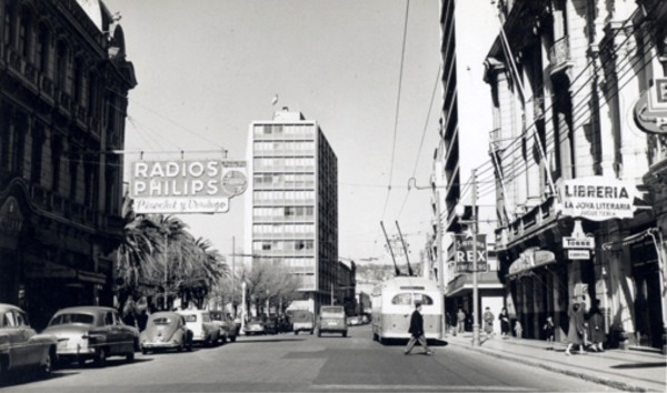 Trolebus ETCE por calle Condell, Valparaíso, c. 1960