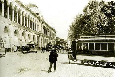 Carros de sangre en Plaza de Armas, c, 1890