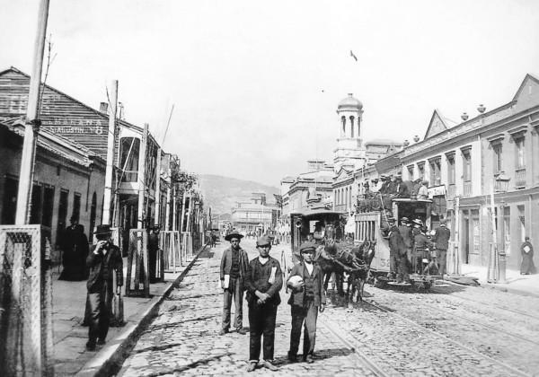 Carro de sangre en Av. Pedro Montt, c. 1890.