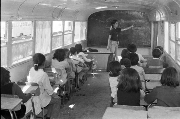 Bus-aula en campamento Nueva Habana, 1972