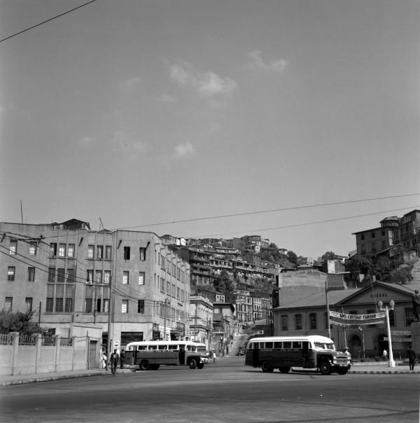 Autobuses en plaza Aduana c. 1950.