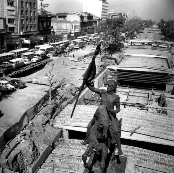 Obras de la Línea 1 del Metro y microbuses en Alameda, c. 1972