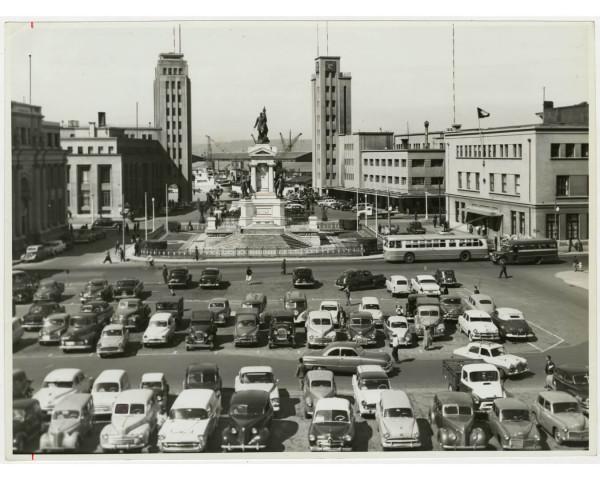 Trolebús en plaza Sotomayor c. 1970.