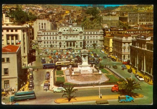 Trolebús y autobuses por plaza Sotomayor c. 1960.