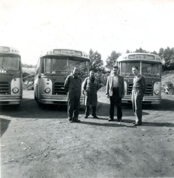 Buses Berliet para la ETCE en camino para su embarque a Chile, 1953.
