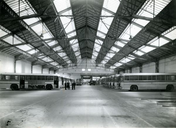 Buses Berliet para la ETCE en su bodega en Francia, 1953.