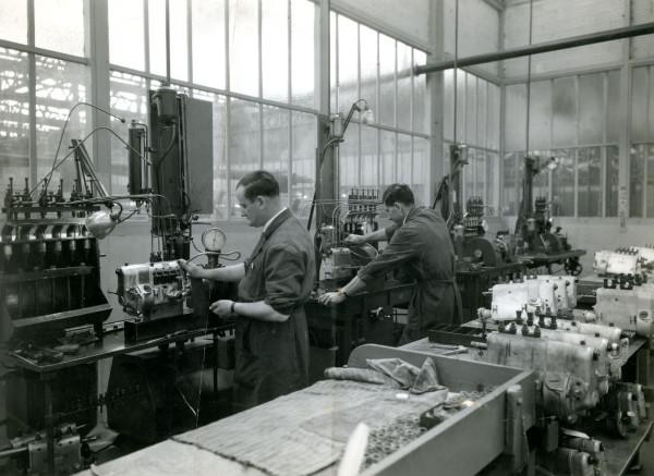 Construcción de buses para la ETCE fábrica Berliet, 1953.