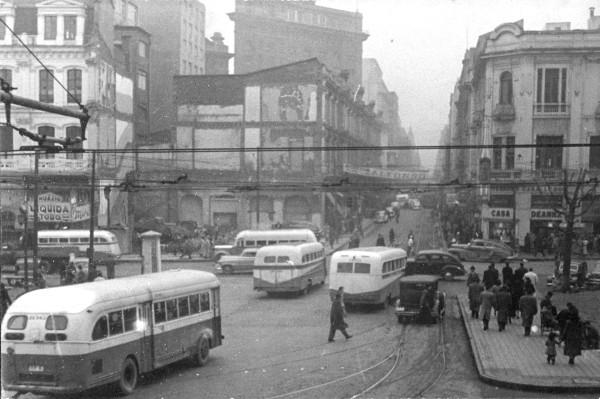 Bus ENT ingresando a calle Ahumada, 1949.