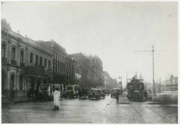 Góndolas y tranvías esperando autorización de avanzar, c.1930