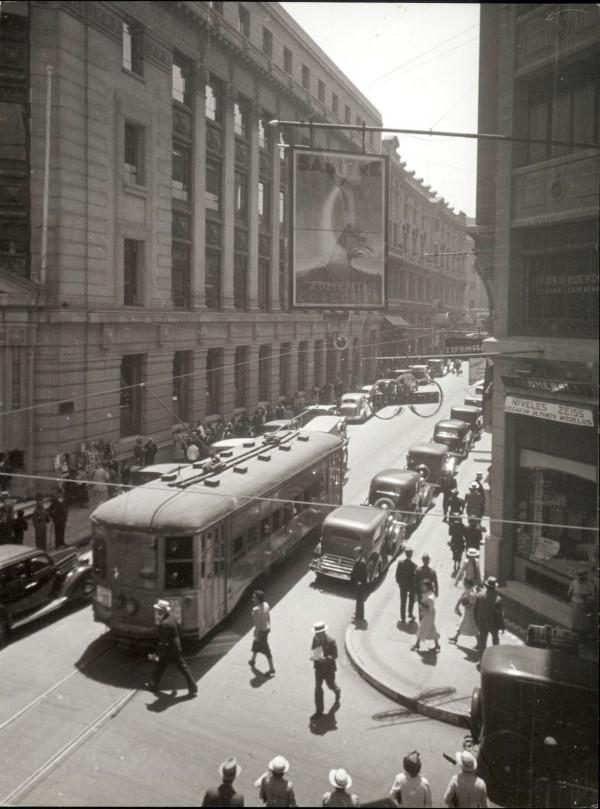 Tranvía por centro de Santiago, c. 1945