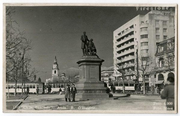 Monumento a hermanos Amunategui y tranvías, 1938.