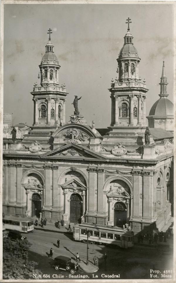 Tranvía frente a la catedral, 1940