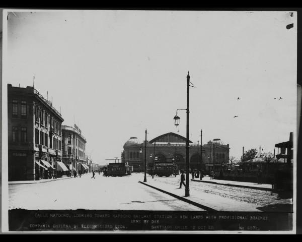 Tranvías frente a la Estación Mapocho, 1925.