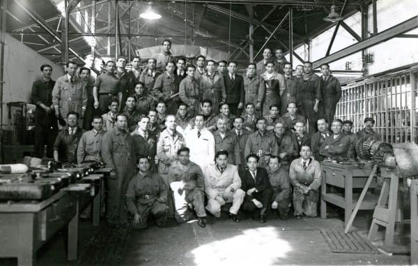 Trabajadores de la maestranza de av. Brasil con Mapocho ETCE, c. 1955