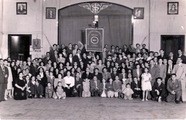 Trabajadores de la ENT en su sede sindical, San Martín 841, c. 1950