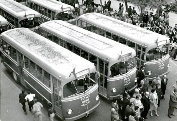 Inauguración del servicio de buses de la ETCE en Antofagasta, 1957.