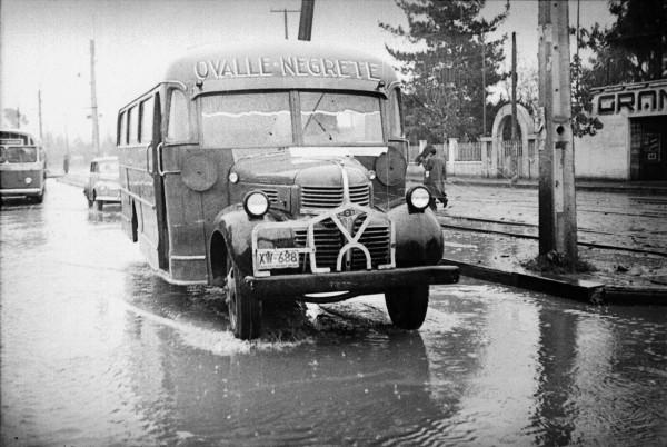 Microbús Ovalle Negrete por Gran Avenida, c. 1960