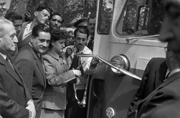 Inauguración servicio de trolebuses pullman recorrido Mapocho-El Golf, 1947.